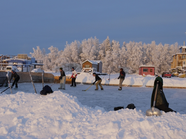 Houseboat hockey rink